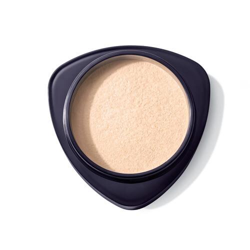 אבקת המשי מאפשרת פיזור שווה בכל חלקי הפנים